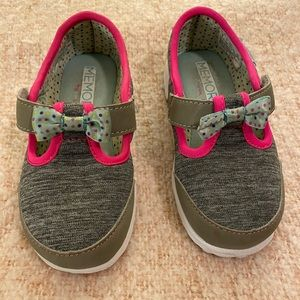 Skechers toddler girl size 9 memory foam sneakers